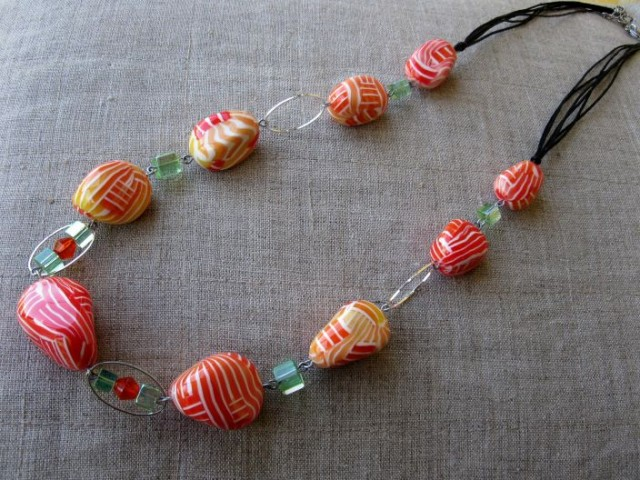 Изделия - браслет, бусы, серьги, кулон... Ну, в общем, как всегда:))