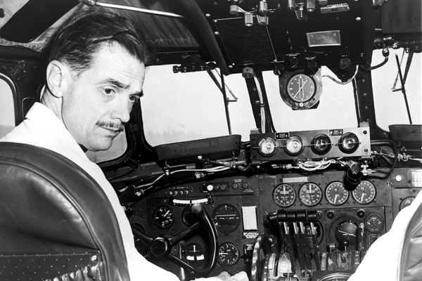 Katharine Hepburn Howard Hughes Relationship Howard hughes at cockpit 00