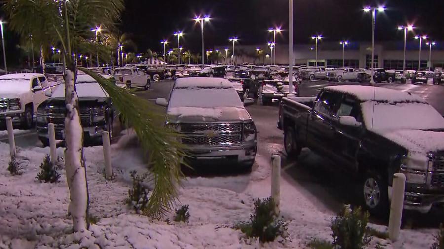lake elsinore snow parking lot 123114