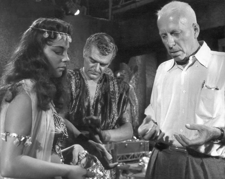 joan collins howard hawks jack hawkins land of the pharoahs 00c