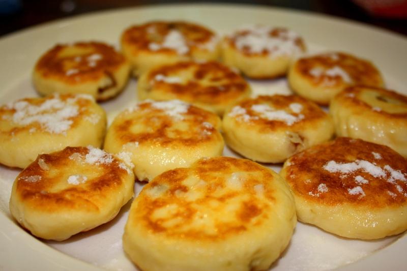 Сырник из творога с изюмом рецепт с пошагово