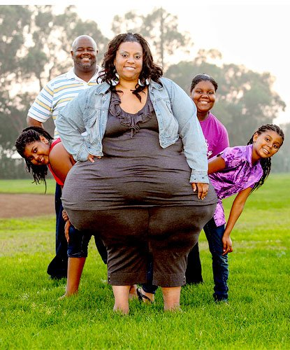 The Guinness world record for the heaviest living woman was set by Pauline Potter with 643 lbs.
