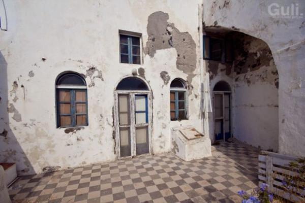 abandoned_hostel_01