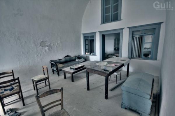 abandoned_hostel_06