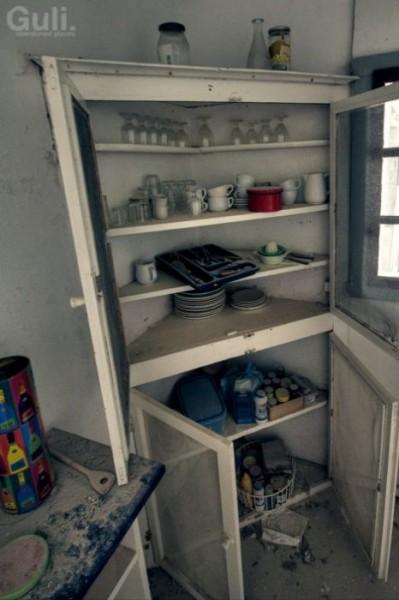 abandoned_hostel_09
