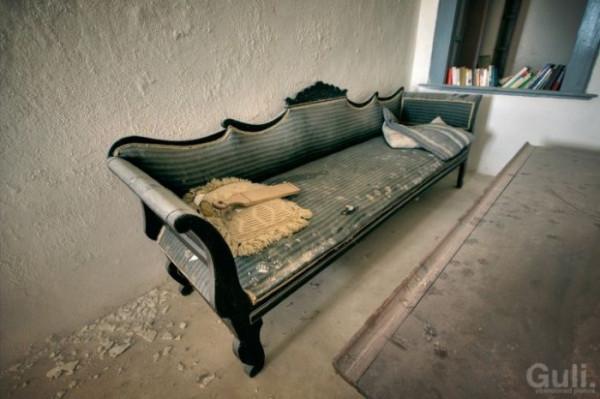 abandoned_hostel_14