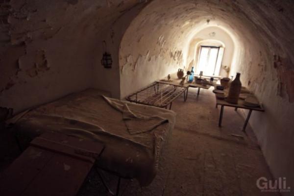 abandoned_hostel_18