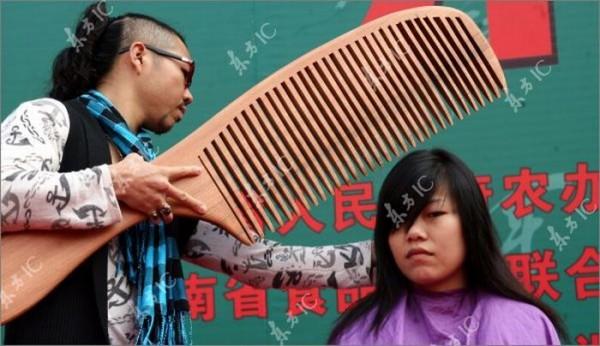 giant_comb_01