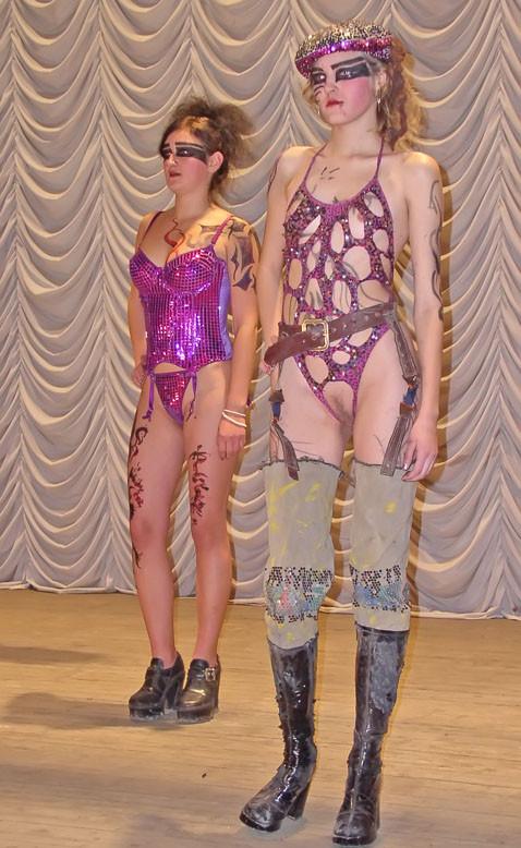 goliy-modniy-pokaz