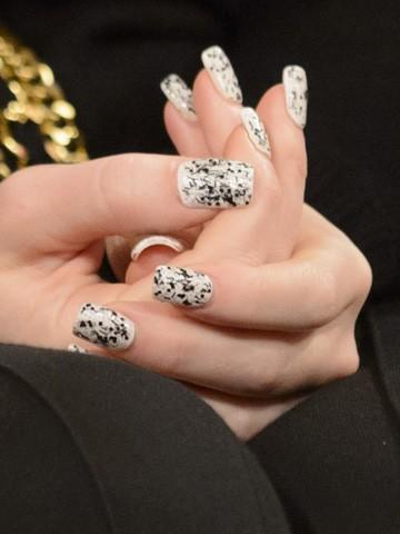 Рисунок на ногтях мультяшный