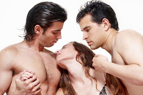 эротические фотографии два мужчины одна женщина