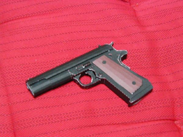 025_pistolet