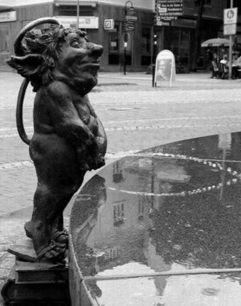 001_statues