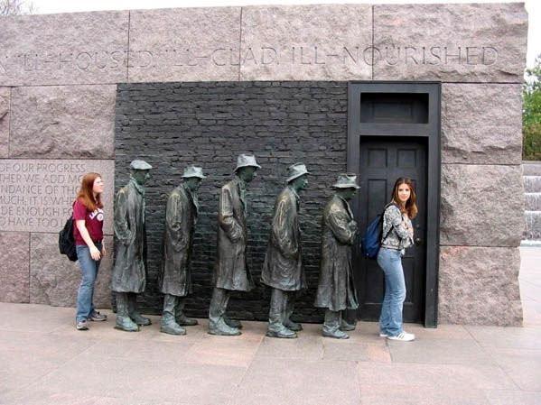002_statues