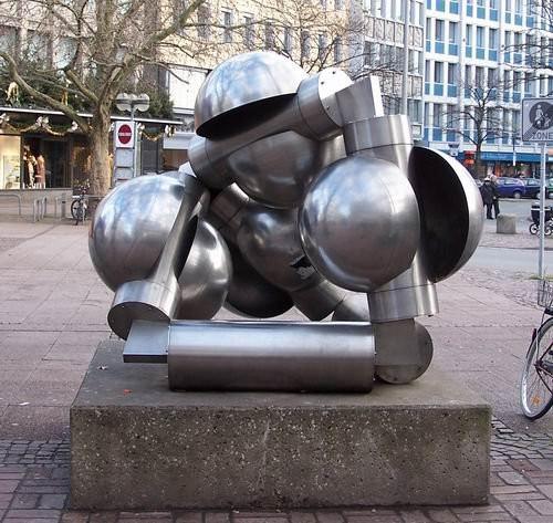 012_statues