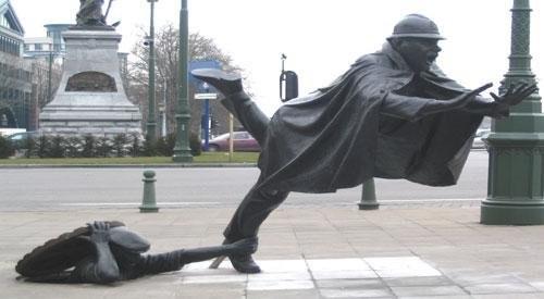 020_statues