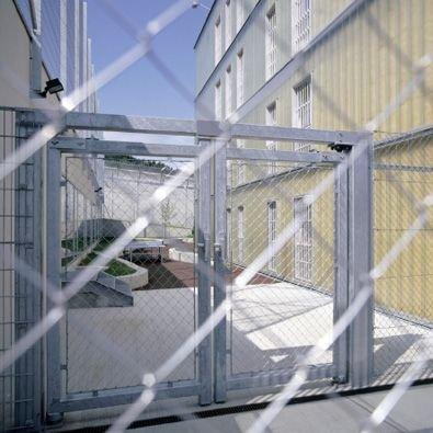17_ausprison_34043