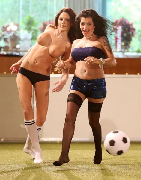 Naked_soccer_01