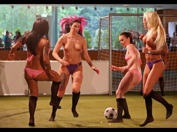 Naked_soccer_02