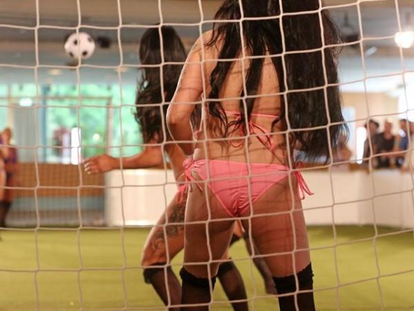 Naked_soccer_10