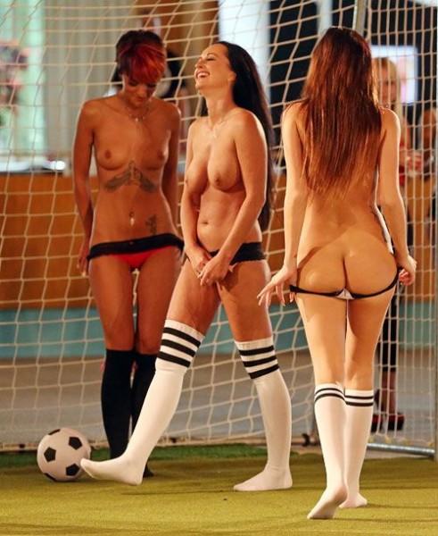 Naked_soccer_11
