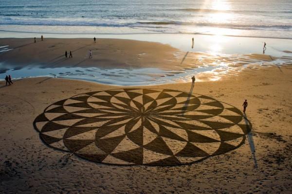 sand-beach-art-andres-amador-8-600x399
