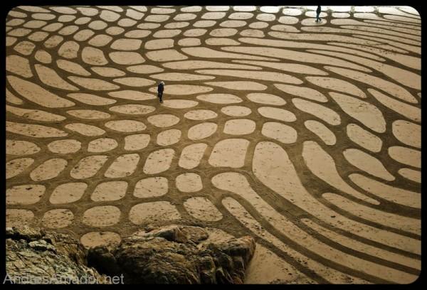sand-beach-art-andres-amador-9-600x408