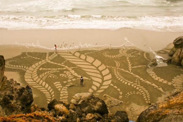 sand-beach-art-andres-amador-13-600x400