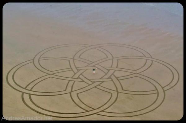 sand-beach-art-andres-amador-18-600x399