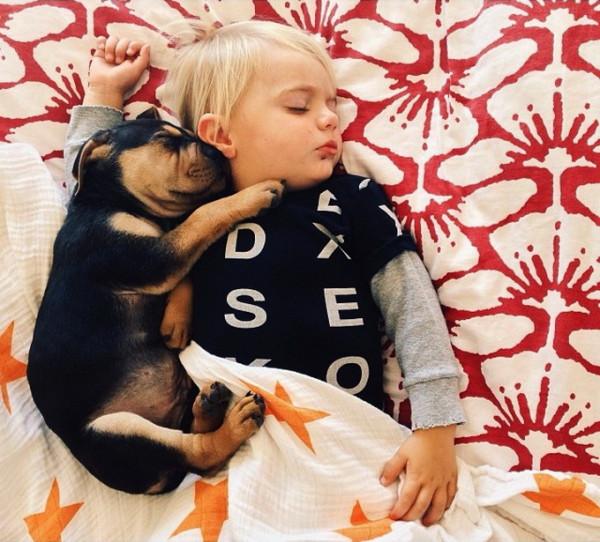 Сын полез на спящую мать 4 фотография