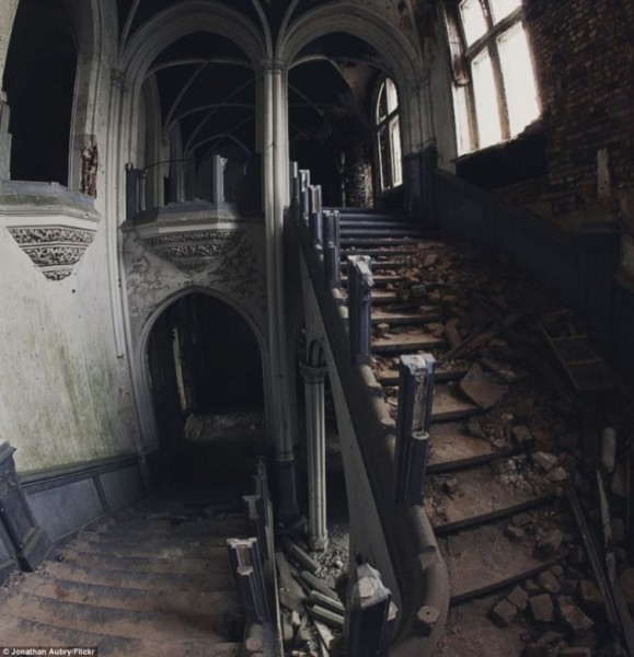 Таинственные заброшенные замки 3