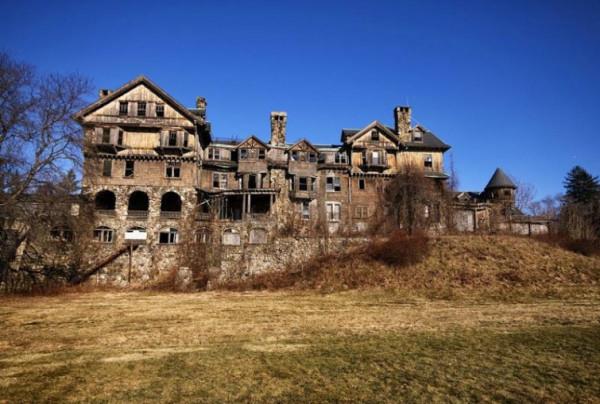 Таинственные заброшенные замки 6
