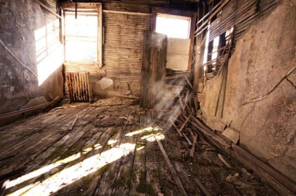 Таинственные заброшенные замки 7