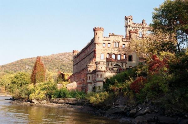 Таинственные заброшенные замки 11