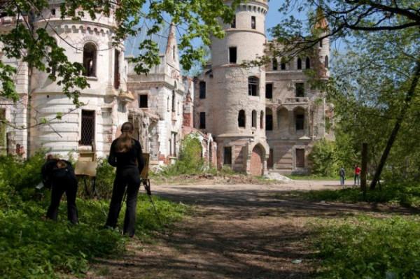 Таинственные заброшенные замки 13