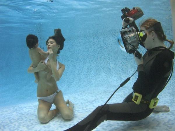 Секс под водой с женщиной