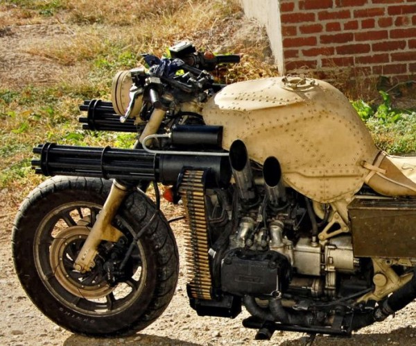 motorcycle_with_two_guns_01