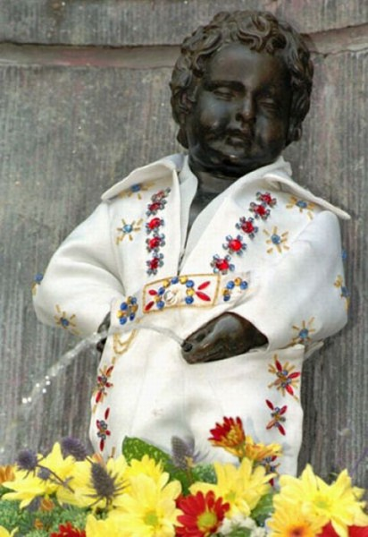 the_outfits_manneken_pis_wears_01