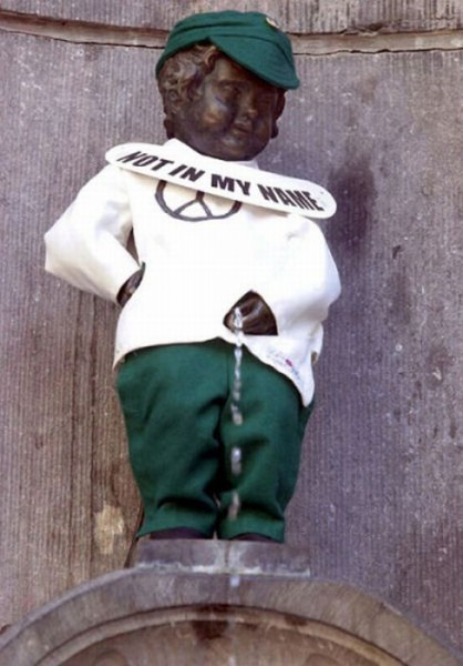 the_outfits_manneken_pis_wears_02