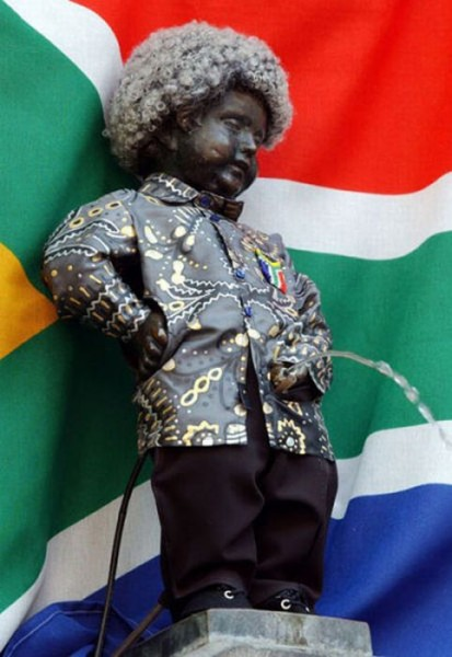 the_outfits_manneken_pis_wears_05