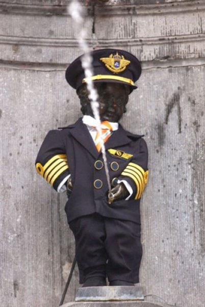 the_outfits_manneken_pis_wears_06