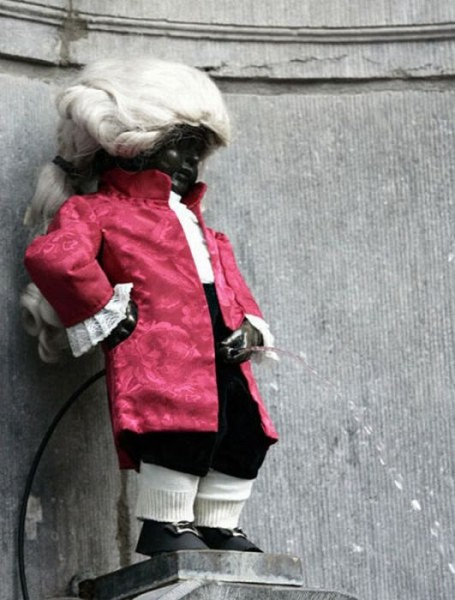 the_outfits_manneken_pis_wears_07