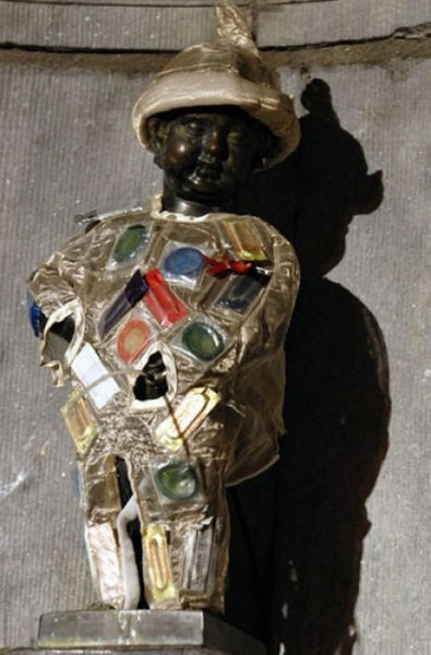 the_outfits_manneken_pis_wears_08