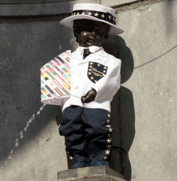 the_outfits_manneken_pis_wears_09