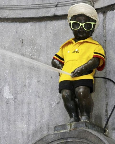 the_outfits_manneken_pis_wears_10