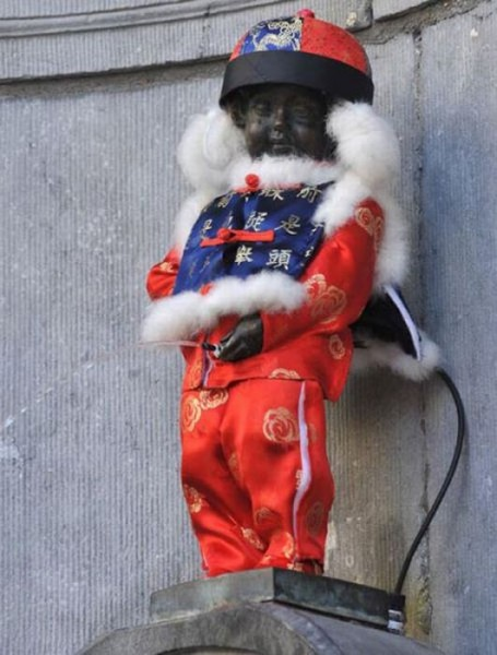 the_outfits_manneken_pis_wears_11