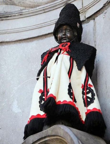 the_outfits_manneken_pis_wears_12