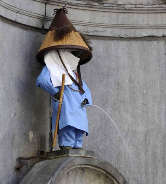 the_outfits_manneken_pis_wears_13