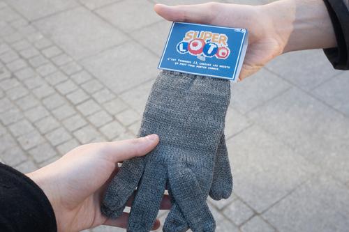 feat_SuperLoto-Lucky-Gloves1