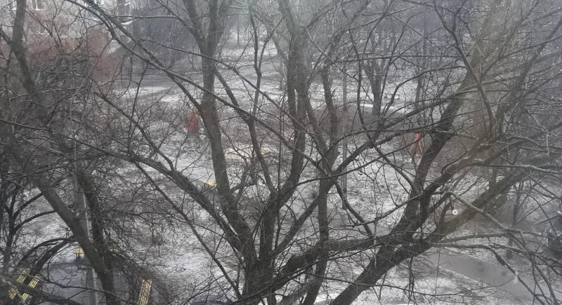 Март, снег